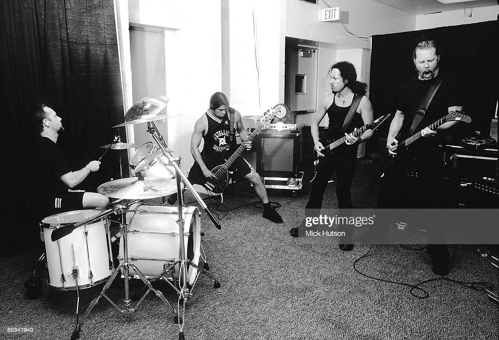 Photo of Kirk HAMMETT and Lars ULRICH and METALLICA and Robert TRUJILLO and James HETFIELD; Lars Ulrich, Robert Trujillo, Kirk Hammett, James Hetfiled - Metallica - rehearsing backstage on USA Tour