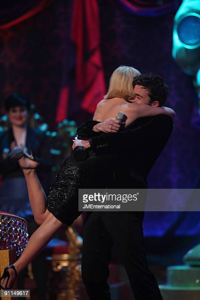 COURT Photo of Kylie MINOGUE and David TENNANT Kylie Minogue is lifted up by actor David Tennant after winning the International Female Solo Artist...