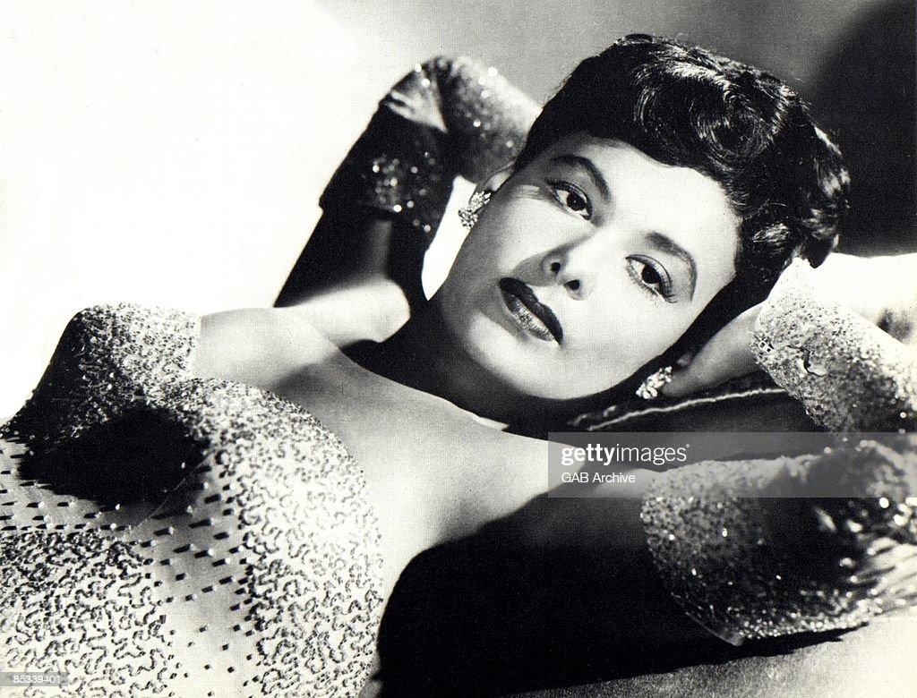 Photo of Lena HORNE; posed, studio