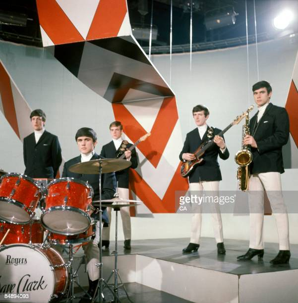 Photo of Lenny DAVIDSON and Dave CLARK and Denis PAYTON and DAVE CLARK FIVE and Rick HUXLEY and Mike SMITH Group portrait on set of tv show LR Mike...