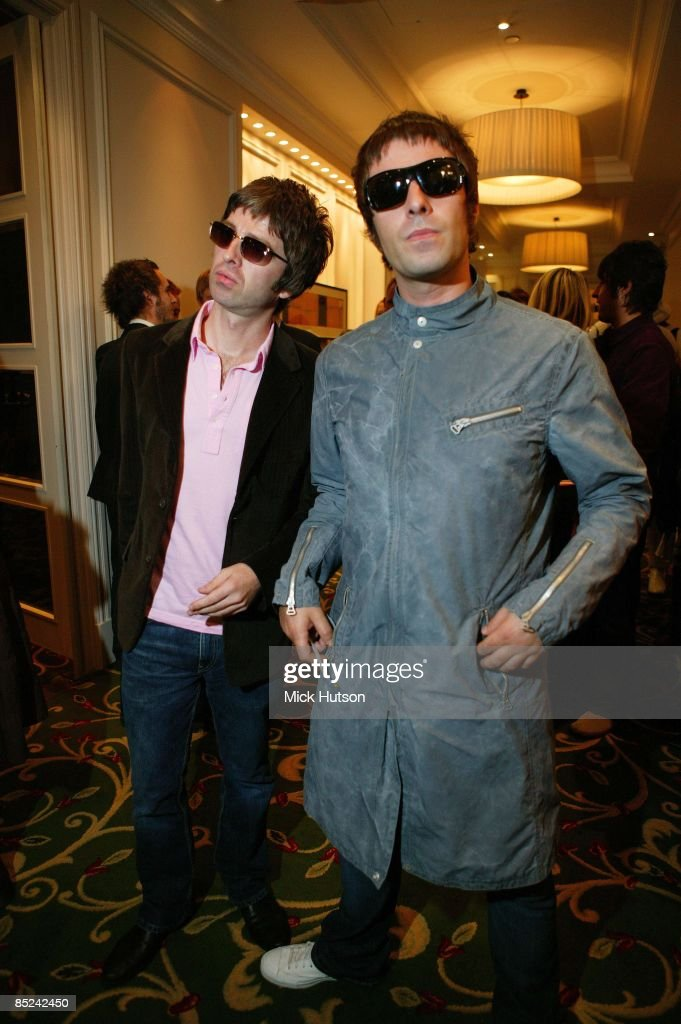 Q AWARDS Photo of Liam GALLAGHER and Noel GALLAGHER and OASIS, Noel Gallagher, Liam Gallagher, posed