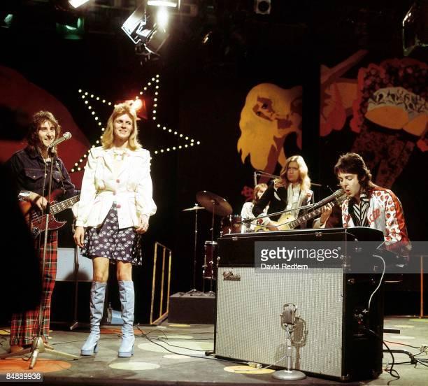 Photo of Linda McCARTNEY and WINGS and Paul McCARTNEY LR Denny Laine Linda McCartney Henry McCullogh Paul McCartney performing