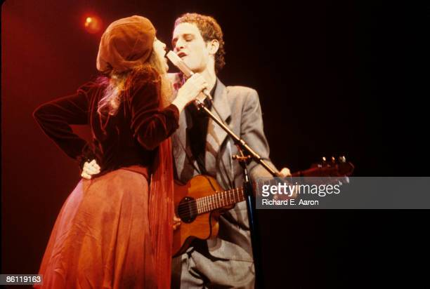 Photo of Lindsey BUCKINGHAM and Stevie NICKS and FLEETWOOD MAC LR Stevie Nicks Lindsey Buckingham performing live onstage
