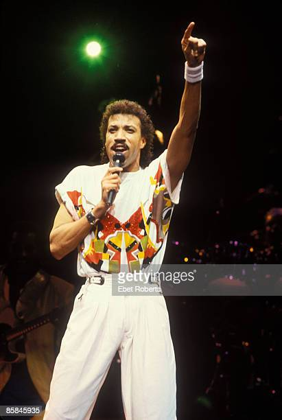 GARDEN Photo of Lionel RICHIE Lionel Richie at Madison Square Garden in New York City on October 271986