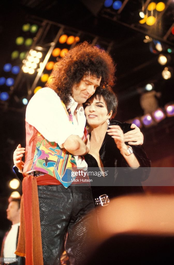 STADIUM Photo of Liza MINELLI and Brian MAY and QUEEN, Brian May & Liza Minelli performing on stage at the Freddie Mercury Tribute concert