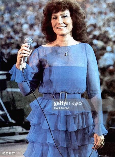 USA Photo of Loretta LYNN Loretta performing live in USA