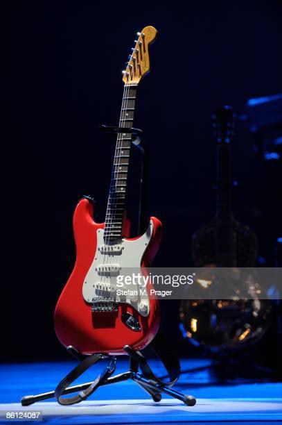 OLYMPIAHALLE Photo of Mark KNOPFLER Mark Knopfler's Fender Stratocaster on stage