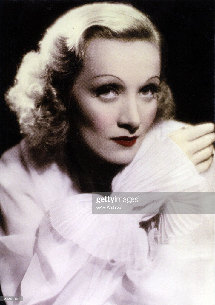 Photo of Marlene DIETRICH; Portrait