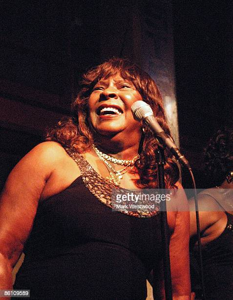 CAFE Photo of Martha REEVES and Martha REEVES The Vandellas Martha Reeves performing on stage