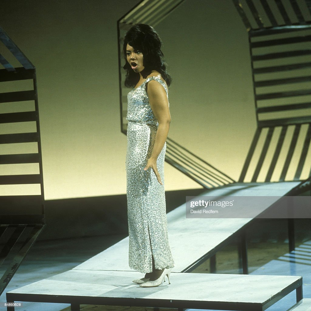 STARS Photo of Mary WELLS, Mary Wells performing on tv show