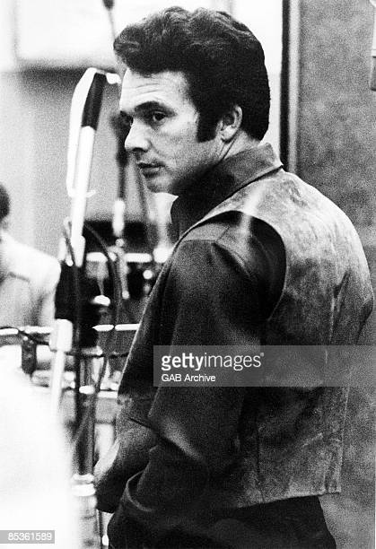 USA Photo of Merle HAGGARD in a recording studio