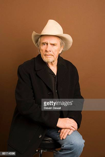 Photo of Merle HAGGARD Posed studio portrait of Merle Haggard at the Paramount Theatre