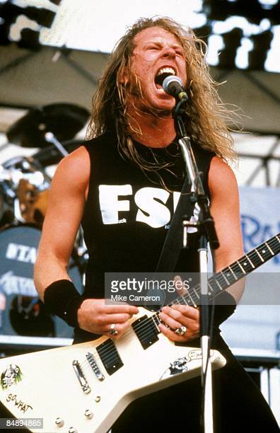ROCK Photo of METALLICA and James HETFIELD James Hetfield performing live onstage playing Gibson Explorer guitar