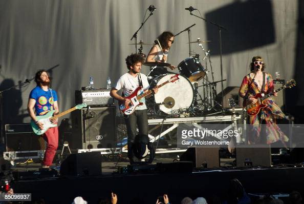 SOUND Photo of MGMT and Ben GOLDWASSER and Andrew VanWYNGARDEN Group performing on stage Ben Goldwasser and Andrew VanWyngarden