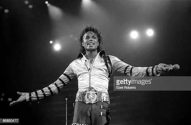 GARDEN Photo of Michael JACKSON Michael Jackson performing on stage Bad Tour