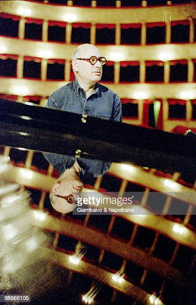 Photo of Michael NYMAN sitting at the piano