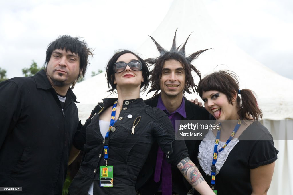 PARK Photo of MINDLESS SELF INDULGENCE and Steve RIGH and Lyn Z and Jimmy URINE and KITTY Group portrait backstage LR Steve Righ LynZ Jimmy Urine and...