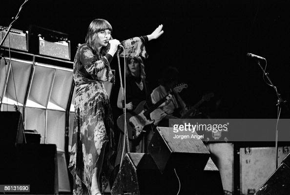 Photo of Nancy WILSON and HEART Ann Wilson on the left and Nancy Wilson on the right