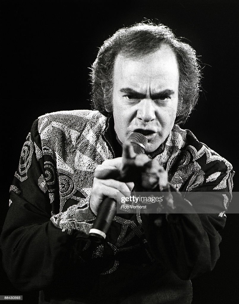 AHOY Photo of Neil DIAMOND, Neil Diamond performing on stage, pointing