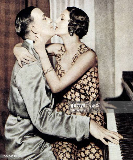 Photo of Noel Coward and Gertrude Lawrence in the play Private Lives