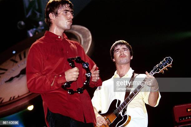 COURT Photo of Noel GALLAGHER and Liam GALLAGHER and OASIS LR Liam Gallagher and Noel Gallagher performing live onstage