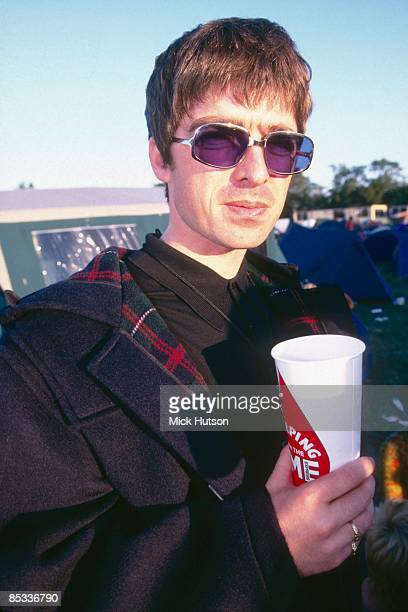 FESTIVAL Photo of Noel GALLAGHER and OASIS Noel Gallagher backstage sunglasses drink
