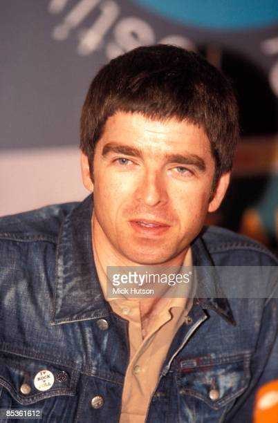 Photo of Noel GALLAGHER and OASIS Noel Gallagher posed