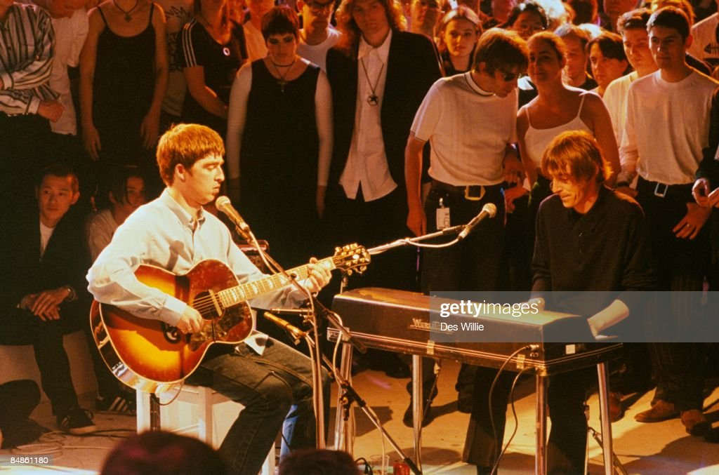 ROOM Photo of OASIS and Noel GALLAGHER and Paul WELLER, with Noel Gallagher of Oasis, performing on UK TV show, playing Wurlitzer electric piano