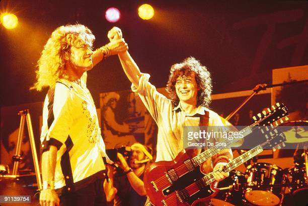 Photo of PAGE PLANT and Jimmy PAGE and Robert PLANT and LED ZEPPELIN LR Robert Plant Jimmy Page performing together at the 'Atlantic Records 40th...