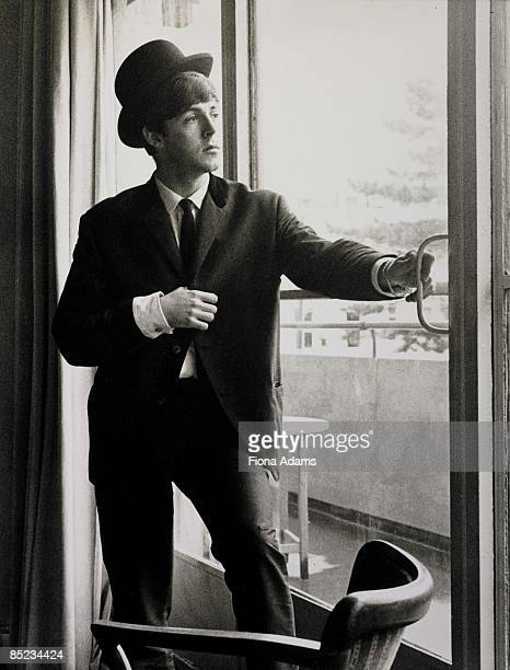 Photo of Paul McCARTNEY and BEATLES Paul McCartney posed wearing bowler hat