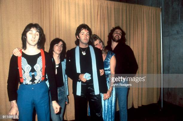 Photo of Paul McCARTNEY and WINGS LR Denny Laine Jimmy McCulloch Paul McCartney Linda McCartney Joe English posed studio group shot
