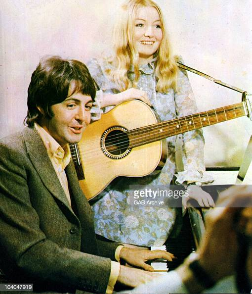 Photo of Paul McCartney from the Beatles with Apple Records signing Mary Hopkin