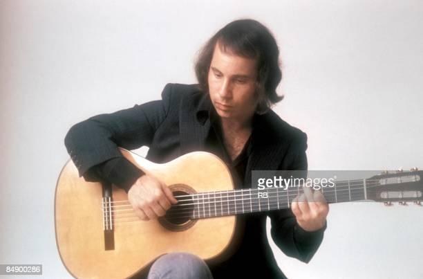 Photo of Paul SIMON Portrait of Paul Simon with an acoustic guitar