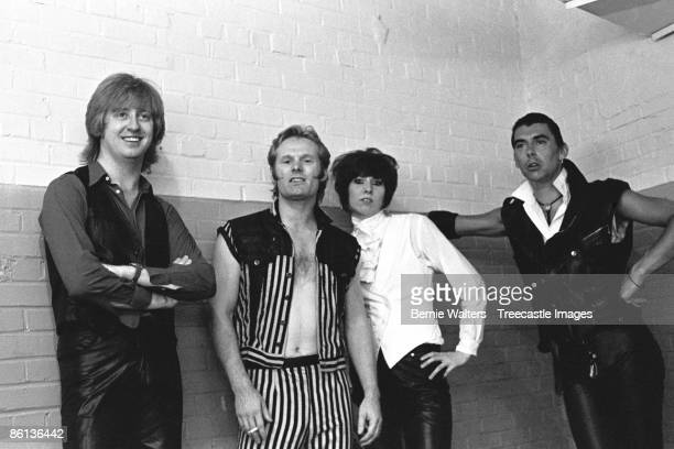 NASHVILLE Photo of Pete FARNDON and James HONEYMAN SCOTT and Chrissie HYNDE and PRETENDERS LR James HoneymanScott Martin Chambers Chrissie Hynde Pete...