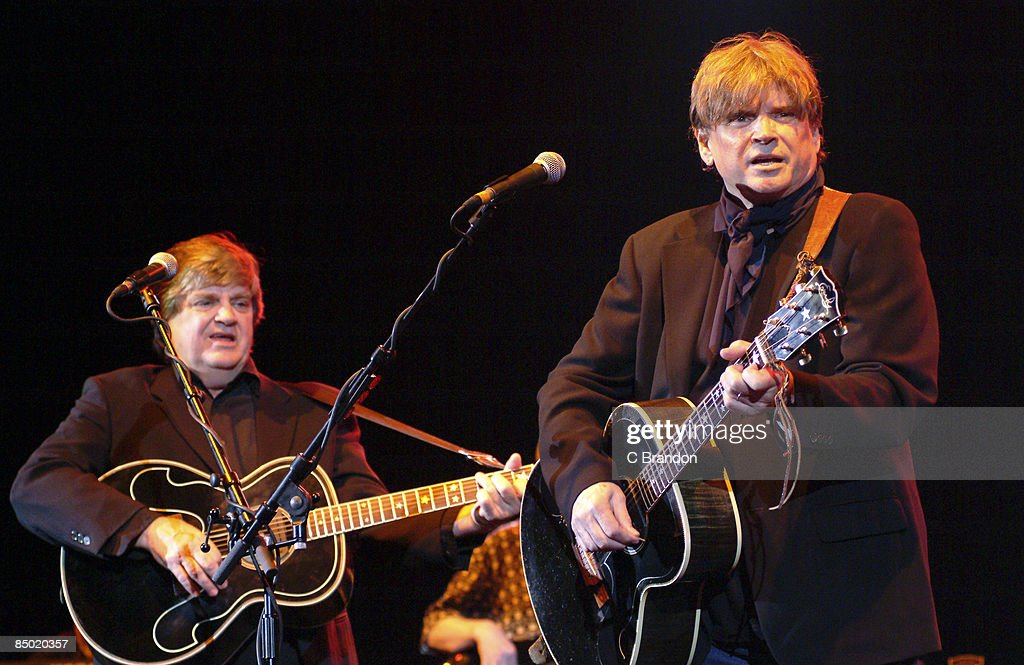 APOLLO Photo of Phil EVERLY and EVERLY BROTHERS and Don EVERLY, L-R: Phil Everly and Don Everly performing live onstage