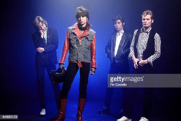 Photo of PRETENDERS and James HONEYMAN SCOTT and Chrissie HYNDE and Pete FARNDON and Martin CHAMBERS Posed studio group portrait LR James Honeyman...
