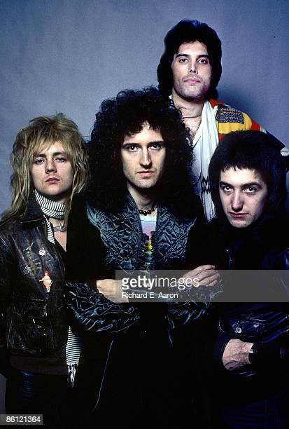 Photo of QUEEN Roger Taylor Brian May Freddie Mercury John Deacon posed group portrait
