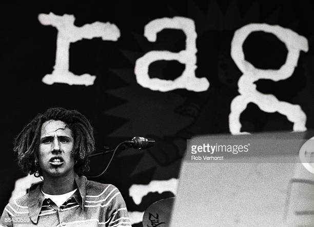 FESTIVAL Photo of RAGE AGAINST THE MACHINE and Zack de la ROCHA Zack de la Rocha performing on stage