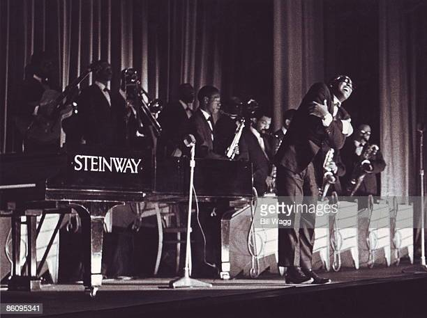 ODEON Photo of Ray CHARLES Ray Charles performing on stage