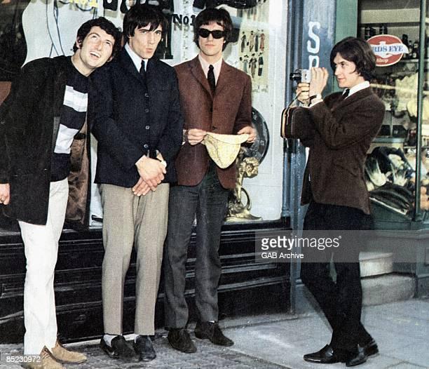 Photo of Ray DAVIES and Dave DAVIES and KINKS and Mick AVORY and Pete QUAIFE LR Pete Quaife Mick Avory Ray Davies Dave Davies posed group shot