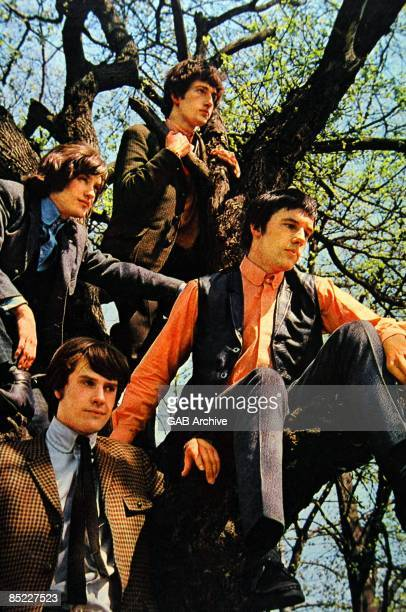 Photo of Ray DAVIES and Mick AVORY and KINKS and Dave DAVIES and Pete QUAIFE Group portrait LR Pete Quaife Ray Davies Dave Davies and Mick Avory