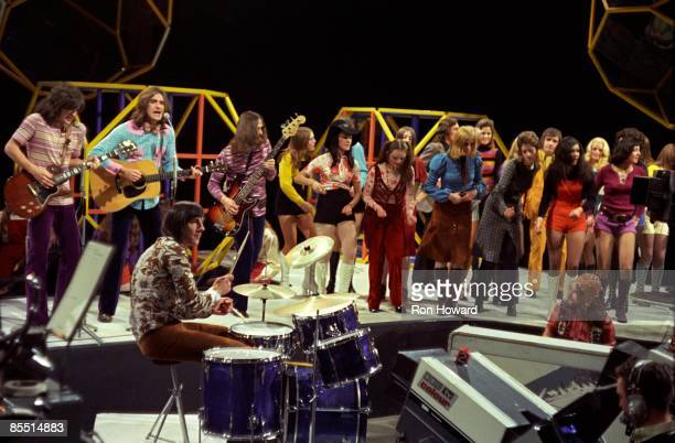 POPS Photo of Ray DAVIES and Mick AVORY and KINKS and John GOSLING and John DALTON and Dave DAVIES LR Dave Davies Ray Davies Mick Avory John Dalton...