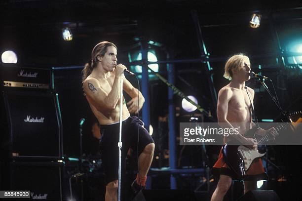 Photo of RED HOT CHILI PEPPERS and Anthony KIEDIS and John FRUSCIANTE LR Anthony Kiedis John Frusciante performing live onstage