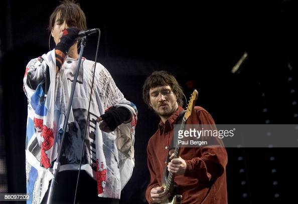 PARK Photo of RED HOT CHILI PEPPERS and Anthony KIEDIS and John FRUSCIANTE Anthony Kiedis and John Frusciante performing live onstage