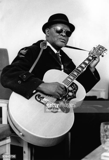 FESTIVAL Photo of Rev Gary DAVIS Reverend Gary Davis performing on stage