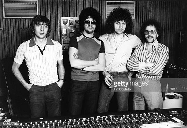 STUDIO Photo of Richard TANDY and Bev BEVAN and Jeff LYNNE and ELECTRIC LIGHT ORCHESTRA LR Richard Tandy Jeff Lynne Bev Bevan Kelly Groucutt in a...