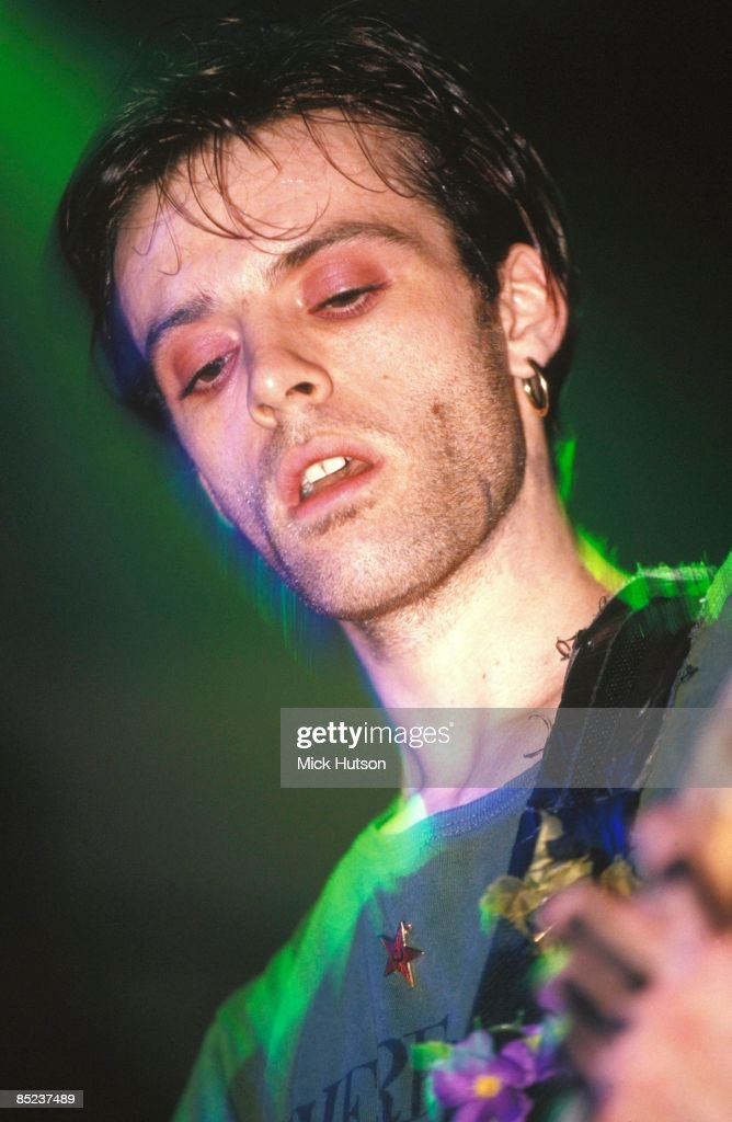 Photo of Richey EDWARDS and MANIC STREET PREACHERS; Richey Edwards performing live onstage