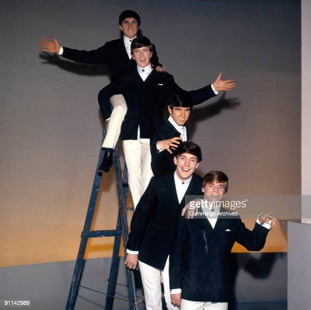 Photo of Rick HUXLEY and Dave CLARK and Lenny DAVIDSON and Denis PAYTON and Mike SMITH and DAVE CLARK FIVE Top to Bottom Dave Clark Rick Huxley Denis...