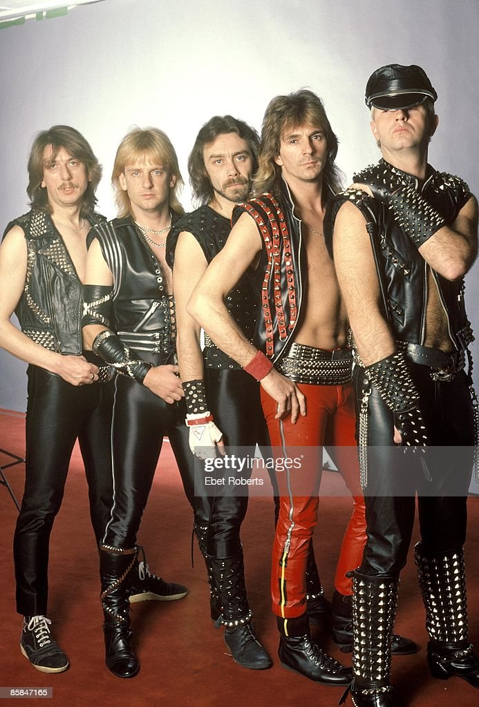 Photo of Rob HALFORD and JUDAS PRIEST and Dave HOLLAND and KK DOWNING and Ian HILL and Glenn TIPTON; L-R: Dave Holland, KK Downing, Ian Hill, Glenn Tipton, Rob Halford - posed, group shot