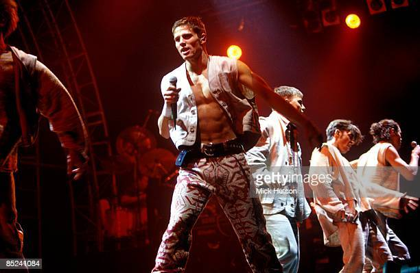 ARENA Photo of Robbie WILLIAMS and TAKE THAT and Mark OWEN and Gary BARLOW LR Jason Orange Gary Barlow Robbie Williams Howard Donald